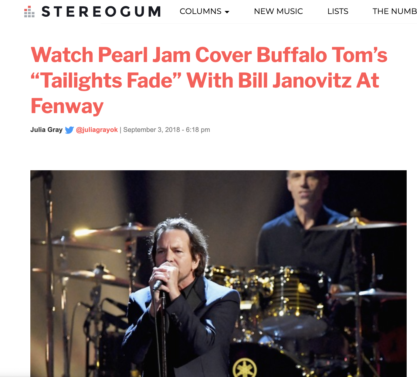 "Watch Pearl Jam Cover Buffalo Tom's ""Tailights Fade"" With Bill Janovitz At Fenway"